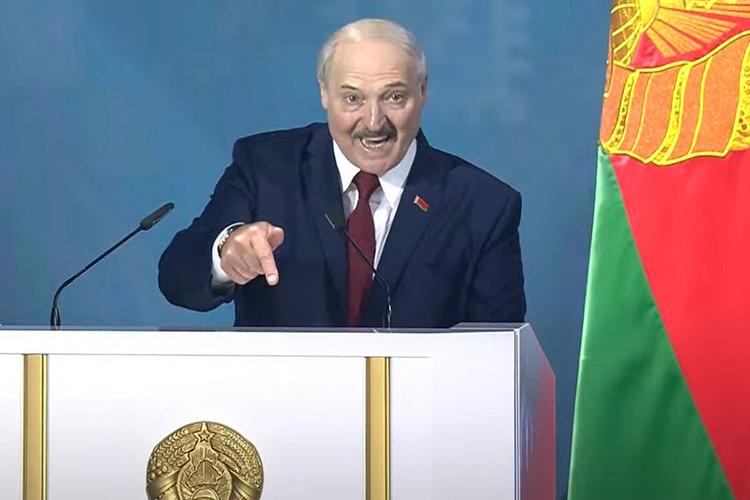 """Александр Лукашенко: """"Государство начинается с народа, а держится на крепкой управленческой вертикали""""."""