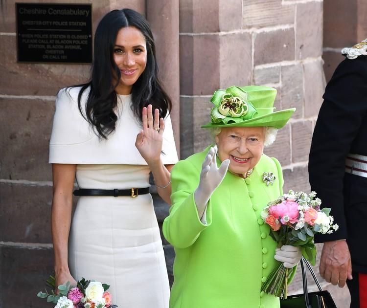 Фото двухлетней давности, где Меган Маркл рядом с Елизаветой II