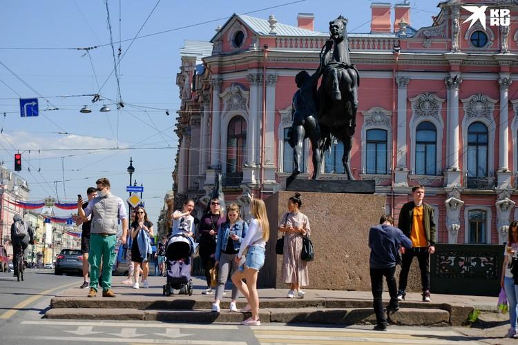 Скоро в Петербурге нельзя будет закреплять провода на фасадах.