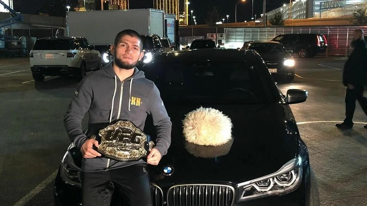 Черную BMW 6 серии Хабиб купил после завоевания чемпионского пояса UFC