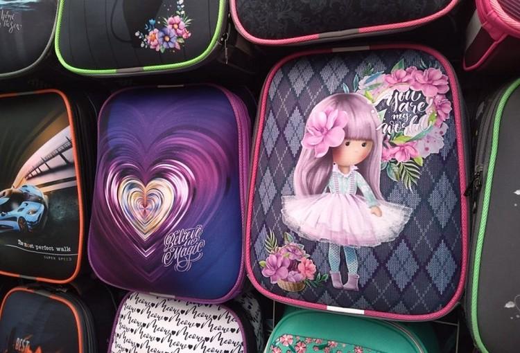 Внешне рюкзаки могут не особо отличаться, однако один - особо прочный и ортопедический, а другой - просто рюкзак