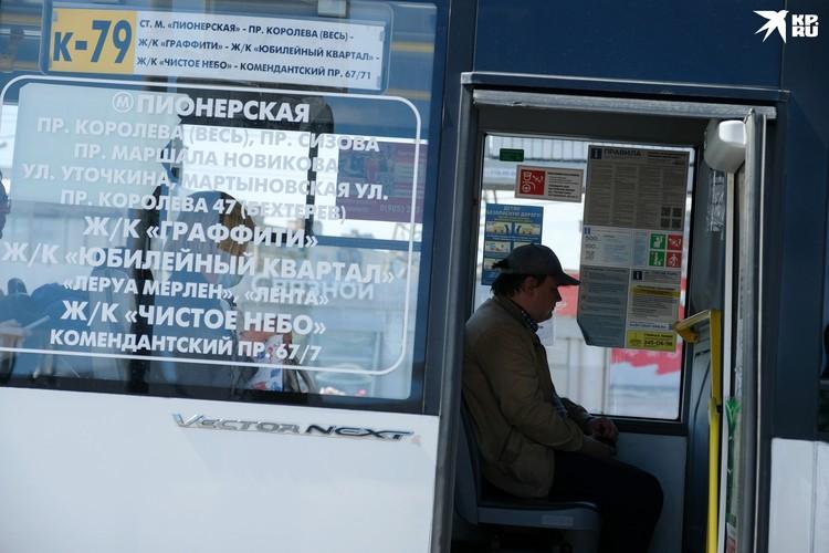 Выход коммерческого транспорта на улицы ждут многие жители Петербурга.