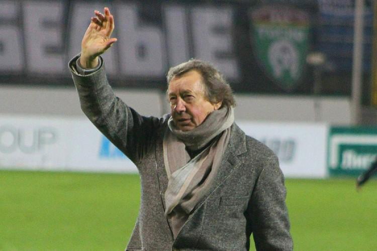 В Черкизово собираются разгребать проблемы с фанатами. Те продолжают митинговать против ухода Юрия Семина из клуба.