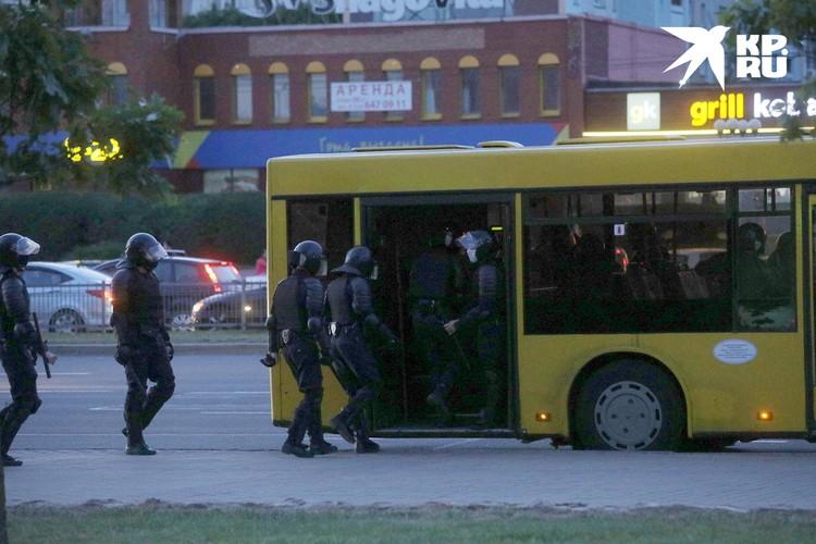 ОМОН продолжает отлавливать протестующих