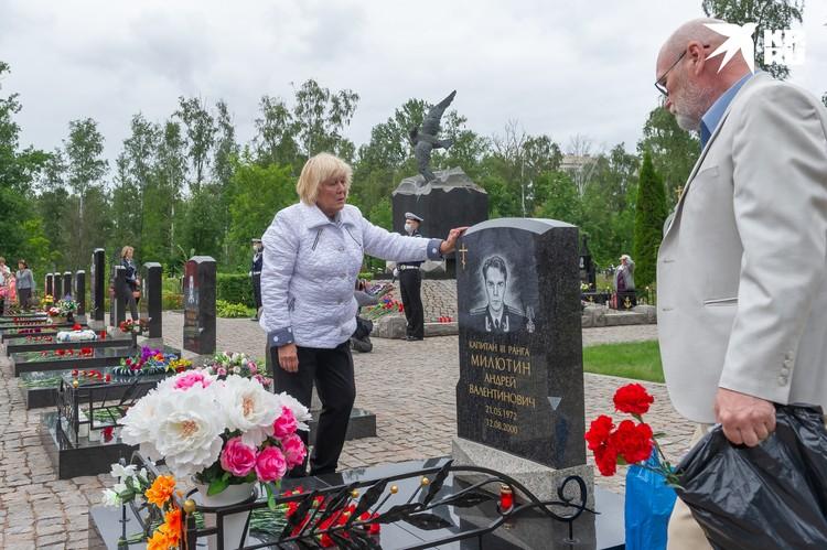 Лидия Каприлова пришла на могилу зятя. Он для нее был как сын