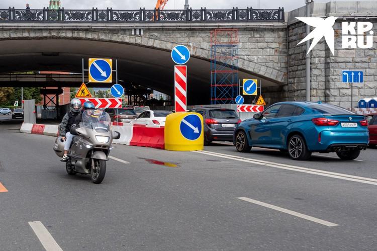 Москвичи, которые опаздывают в аэропорты, часто пользуются услугами мототакси