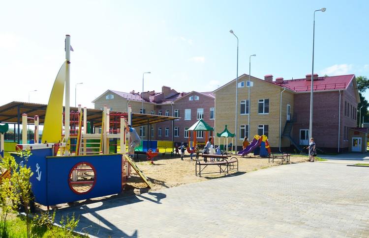 Строительство детских садов все эти восемь лет - одна из главных задач губернатора Островского. Фото предоставлено пресс-службой губернатора Смоленской области