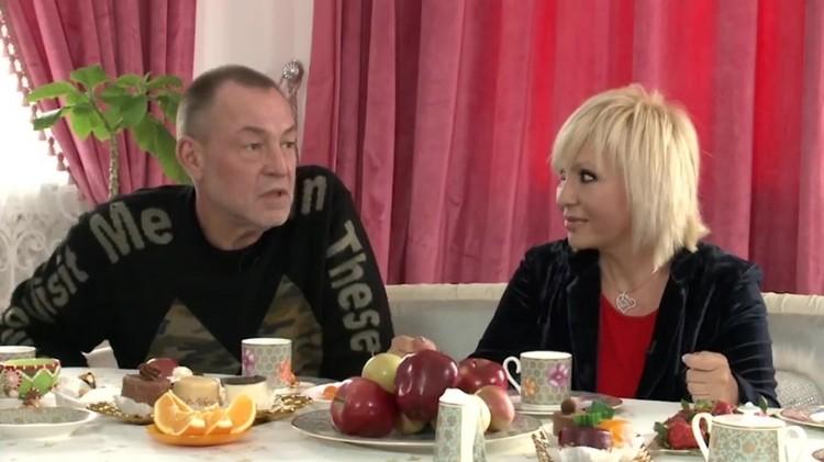 Валентина была инициатором развода со вторым мужем Алексеем. Они остались друзьями — Валентина даже советовала экс-супругу вернуться к первой жене. Фото: кадр программы «Когда все дома».