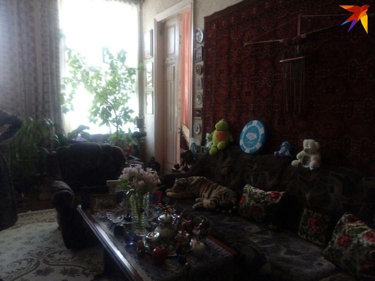 По квартире, где раньше жил Олег Табаков, провели экскурсию