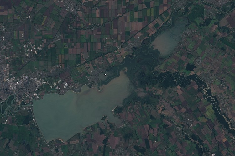 Краснодарское водохранилище 14 августа 2019 Фото: EOS Landviewer