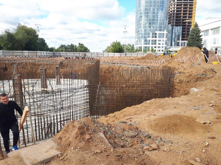 Глубина технического помещения второго фонтана на Центральной площади Ижевска 2,8 м