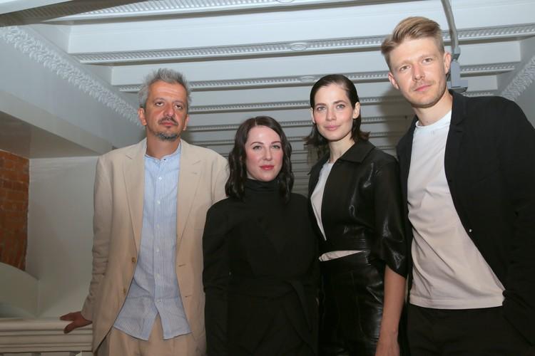 Константин Богомолов с исполнителями главных ролей Юлией Снигирь и Никитой Ефремовым.