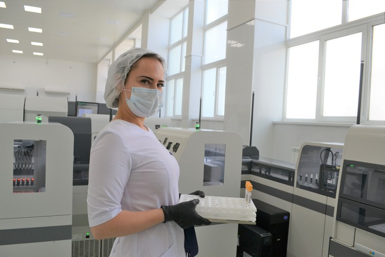 Сейчас в перечне - 584 вида лабораторных тестов. Фото: ОКДЦ