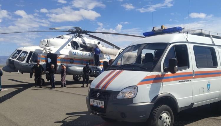 Чтобы вывезти людей из тайги, в воздух подняли вертолет Фото: ГУ МЧС по Туве