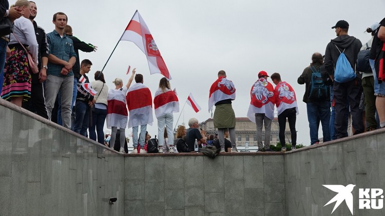 Митингующие собирались у метро.