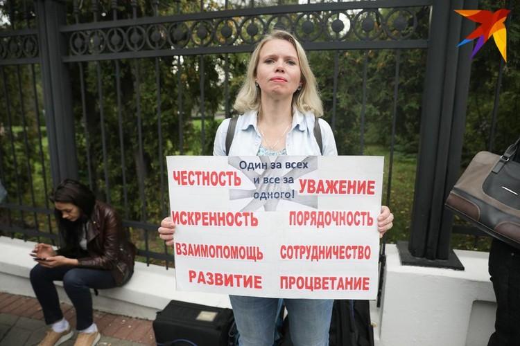 Павла Латушко пришли поддержать около 30 человек.