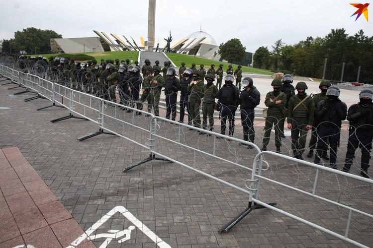 Армия по другую сторону баррикад.