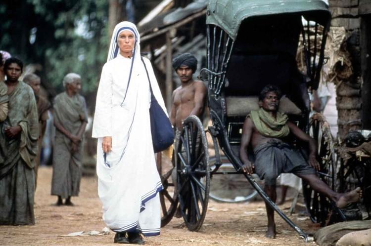 Монахини в возрасте от 18 до 70 лет со всего мира стекаются в Калькутту, где располагается главный Дом милосердия ордена