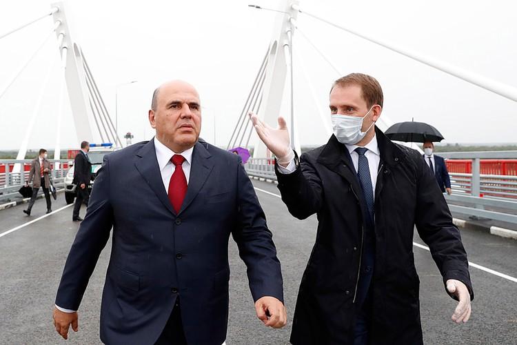 В ходе посещения Благовещинска премьер-министр осмотрел принципиально важное для региона сооружение — мост, который соединяет Благовещенск с китайским городом Хэйхэ. Фото: Дмитрий Астахов/POOL/ТАСС
