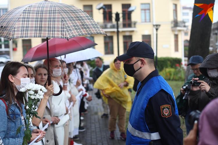 Сотрудники милиции требовали, чтобы женщины разошлись, но во время акции никого не задерживали.