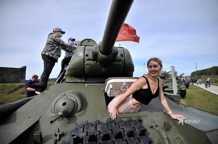 Зрителям презентовали лучшие образцы военной техники