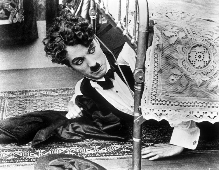 Весельчак Чарли, смешной чудак из Лондона, любил поприкалываться не только на экране, но и после смерти