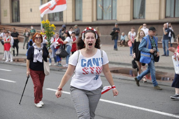 В колоннах протестующих большинство были женщины