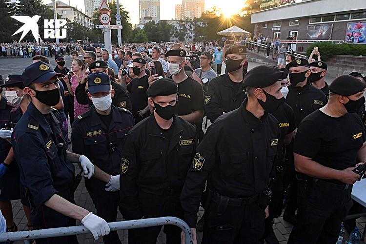 Несмотря на всебелорусское миролюбие в стране 120 тысяч силовиков