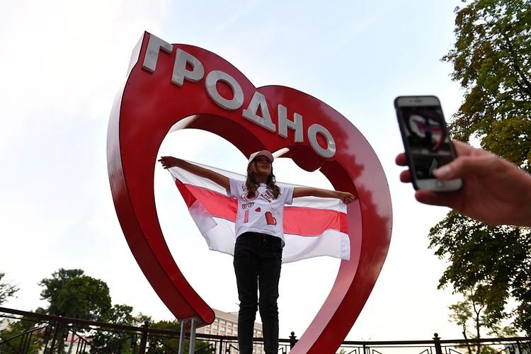 Те белорусы, у которых «через стенку» Польша и Литва, более склонны требовть, чем ждать. Фото: Виктор Драчев/ТАСС