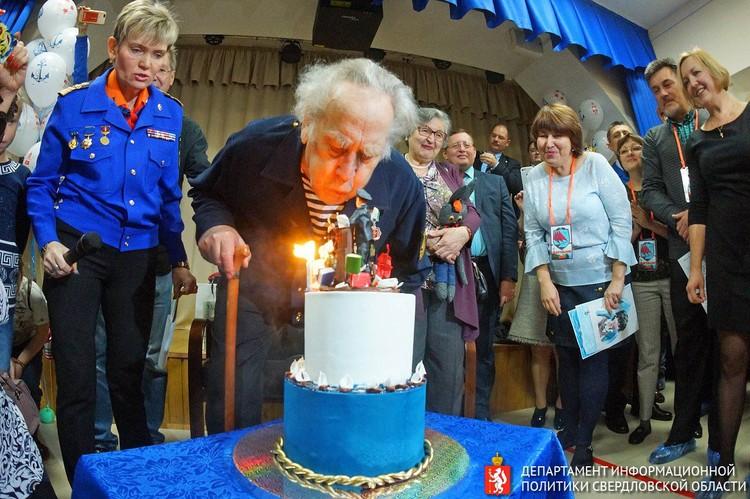 На этой фотографии Владиславу Крапивину 80 лет. Фото: Департамент информационной политики