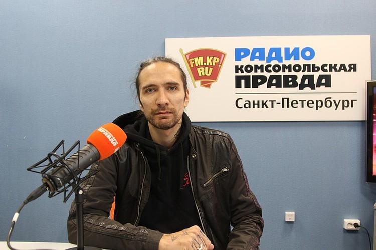 Против фильма выступил сын Виктора Цоя - музыкант Александр Цой.
