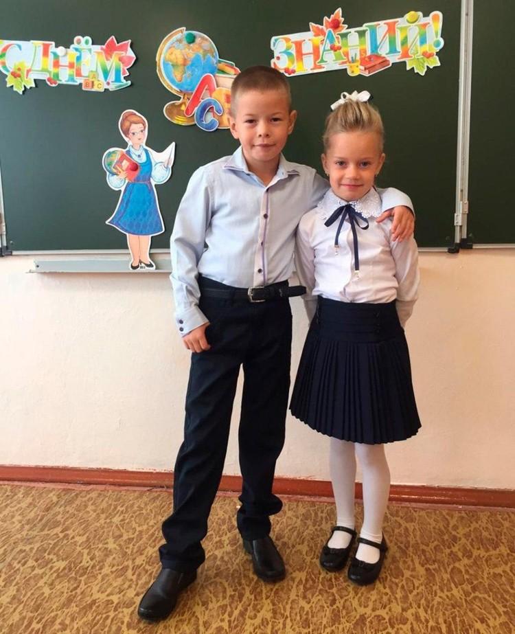 Катя и Кирилл дружат с детского садика, живут в соседних подъездах, а теперь еще в одном классе будут учиться. ФОТО: Личный архив