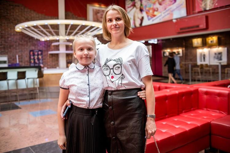 Наталья с дочерью отправились в кино сразу после мероприятия в школе.