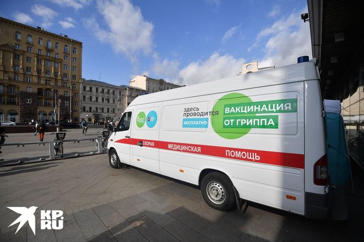 Машины, в которых можно будет сделать прививку, разместятся вблизи станций метро, медицинские палатки развернутся в торговых центрах.