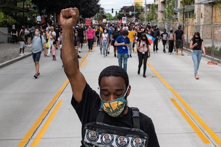 Акции протеста из-за гибели в Миннеаполисе афроамериканца Джорджа Флойда от рук полицейских буквально захлестнули США.