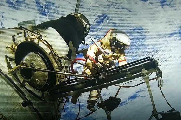 Севастопольский космонавт Антон Шкаплеров периодически фотографирует Крым