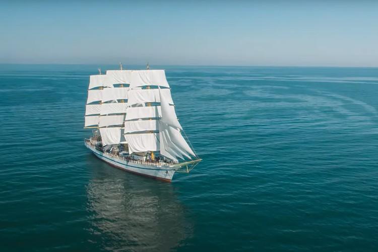 Съемки включали в себя консультации с моряками, учеными и историками