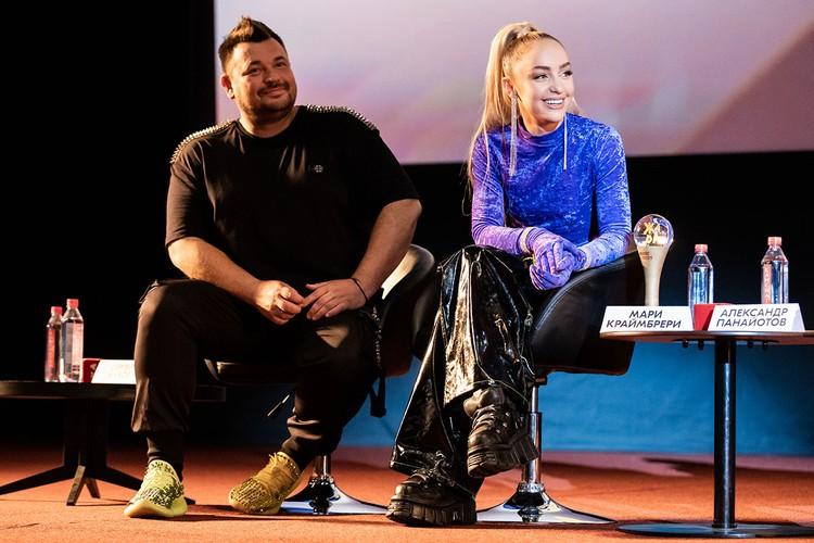 Лидер группы «Руки вверх!» Сергей Жуков напротив поправился - ну не может быть худым человек, у которого столько вкусных бизнесов. Фото: Пресс-служба «Жара Music Awards»