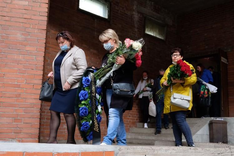 Проститься с Александром Прико пришли родные и друзья.