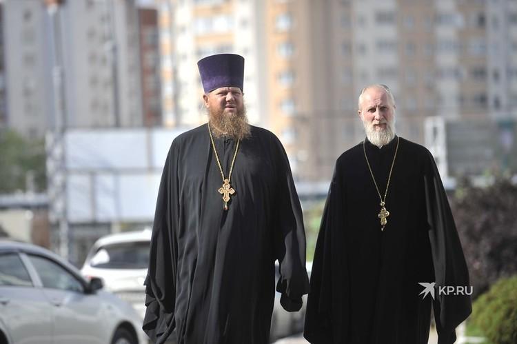 Представители Церковного суда сегодня, 7 сентября, должны были вынести решение по отцу Сергию. Но сам схиигумен на заседание не явился.