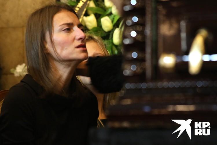 Вдова Дмитрия Марьянова Ксения Бик на церемонии прощания с актером, октябрь 2017 г.