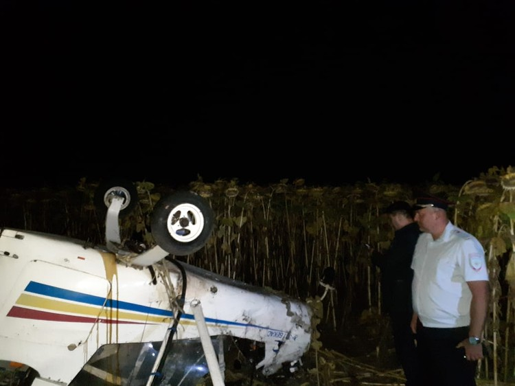 Аэроплан зацепился за провода и упал