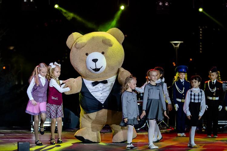 Медведь в смокинге очень похож на косолапого-сердцееда из фильма «Третий лишний»