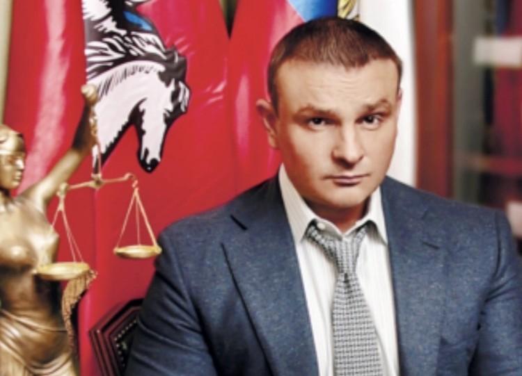 Адвокат Вадим Лялин взялся помочь напуганной девушке.