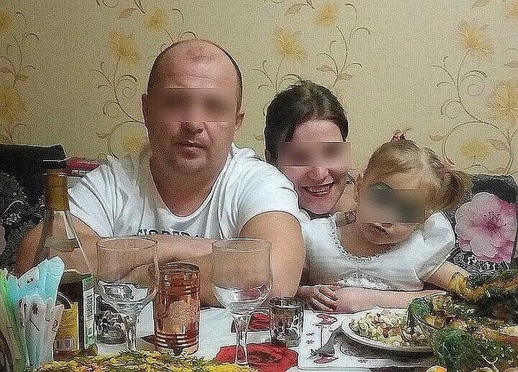 Малышка мертва, ее мама - в СИЗО, отчим - на скамье подсудимых, по версии следствия, они месяцами издевались над девочкой