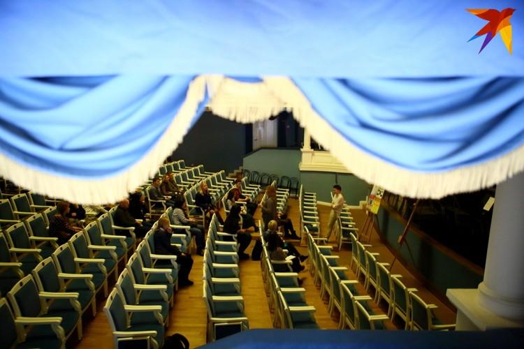 В сентябре в театре должен был открыться 101-й сезон, но вместо этого изменилось название группы театра в фейсбуке: из Нацыянальнага акадэмиічнага тэатра імя Купалы театр превратился просто в Купалаўскі