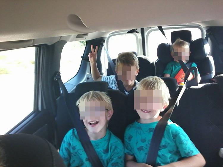 Сиденья в машине были в три ряда, мать сидела спереди, поэтому больше всех пострадала