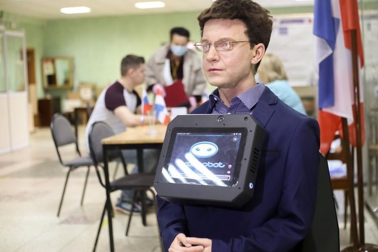 Робот Юра - наблюдатель на выборах.