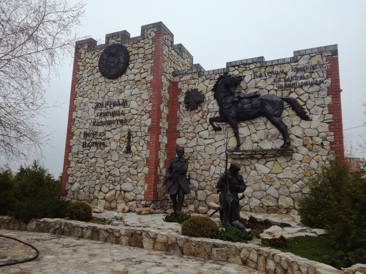 Памятник чернецовцам.