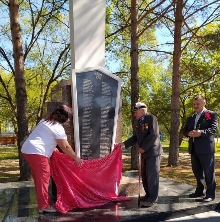 Дань уважения солдатам Победы - восстановленный обелиск